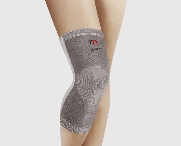 Компрессионный бандаж на колено с ребрами жесткости
