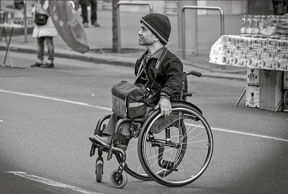 уличная инвалидная кресло коляска